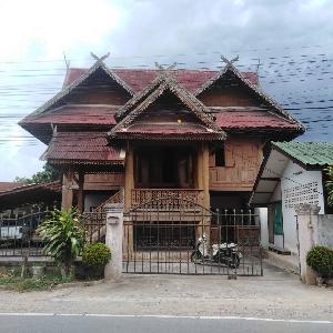 รหัส KRB9768 บ้านทรงไทยไม้สักทั้งหลังติดถนน