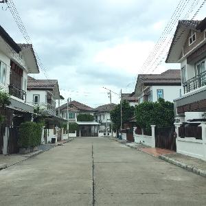 รหัส KRB9446 บ้านในเมืองใกล้ถนนคนเดิน
